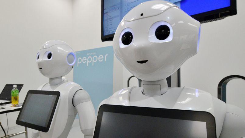 Le robot Pepper est un semi-humanoïde à roulettes dont le ventre est constitué d'une tablette tactile.