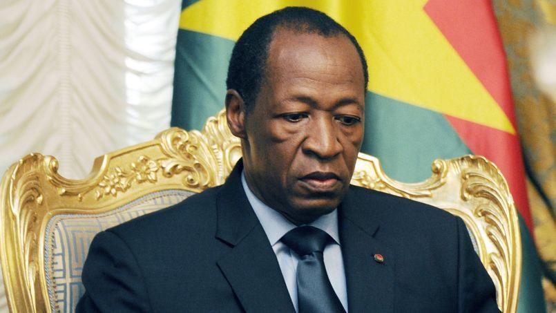 Le «pays des hommes intègres» (traduction de «Burkina-Faso») ne veut plus de Blaise Compaoré. A 63 ans, après 27 ans d'exercice ininterrompu du pouvoir, le «beau Blaise»- comme on le surnomme en raison de son physique avantageux- vient d'être chassé du pouvoir par l'armée.