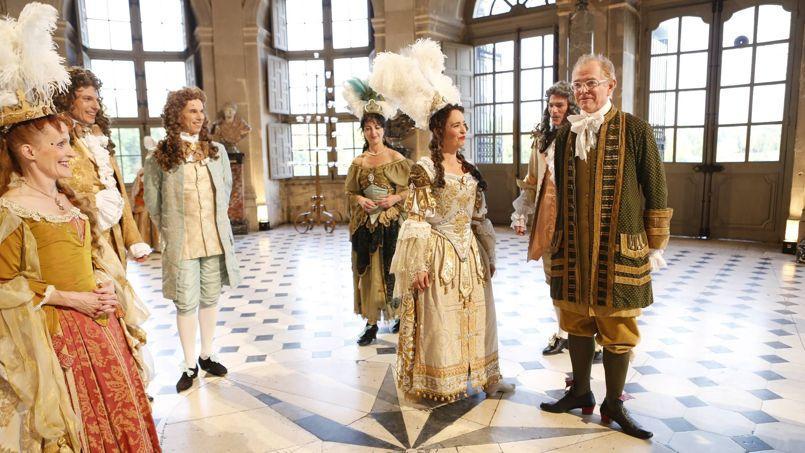 Mac Lesggy (ci-dessus, à droite) déguisé pour les besoins de L'Histoire au quotidien.