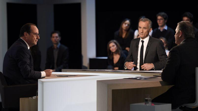 François Hollande (G), Gilles Boulot et Yves Calvi, le 6 novembre 2014 sur le plateau de TF1.