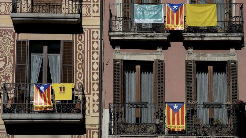 Des drapeaux catalans.