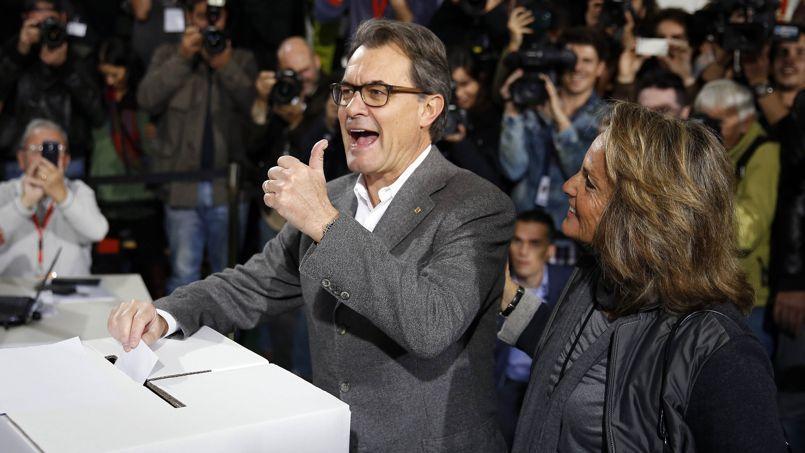 Le président catalan Artur Mas vote symboliquement pour l'indépendance de la Catalogne, le 9 novembre.