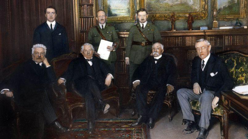 Les «quatre grands» préparent la Conférence de la Paix à l'hôtel Crillon à Paris en décembre 1918: de gauche à droite Vittorio Orlando, David Lloyd George, Georges Clemenceau et Woodrow Wilson, huile sur photographie.