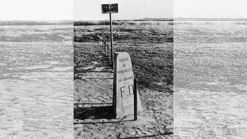 Une borne frontière apposée après le traité de Versailles pour délimiter les frontières de Dantzig, de la Pologne et de la Prusse orientale en juin 1919.