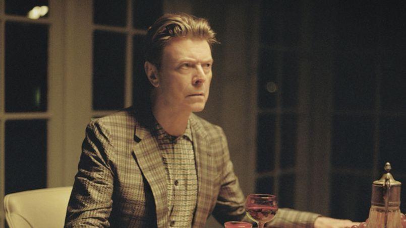 Après Sue (Or In a Season of Crime), David Bowie vient de révéler l'inédit Tis A Pity She Was A Whore.