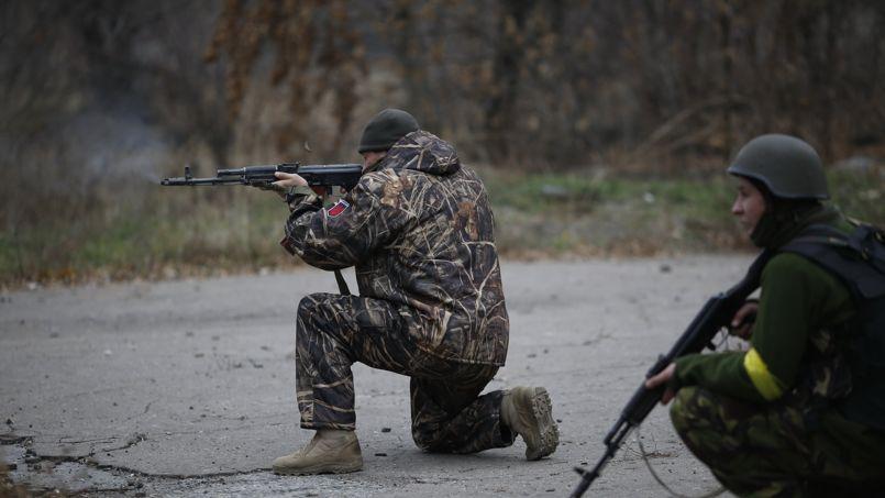 Soldats ukrainiens au combat, à Peski, dans l'est du pays, le 12 novembre.