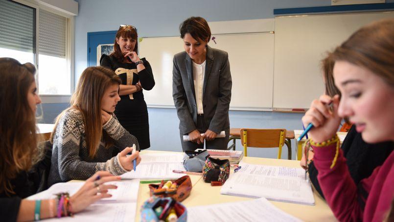 Najat Vallaud-Belkacem, ministre de l'Éducation nationale, de l'Enseignement supérieur et de la Recherche, visite le collège Gabriel-Séailles à Vic-Fezensac, vendredi 14 novembre 2014.
