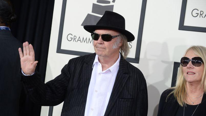 Neil Young monte en première ligne du débat sur les OGM aux États-Unis, contre Starbucks et Monsanto.
