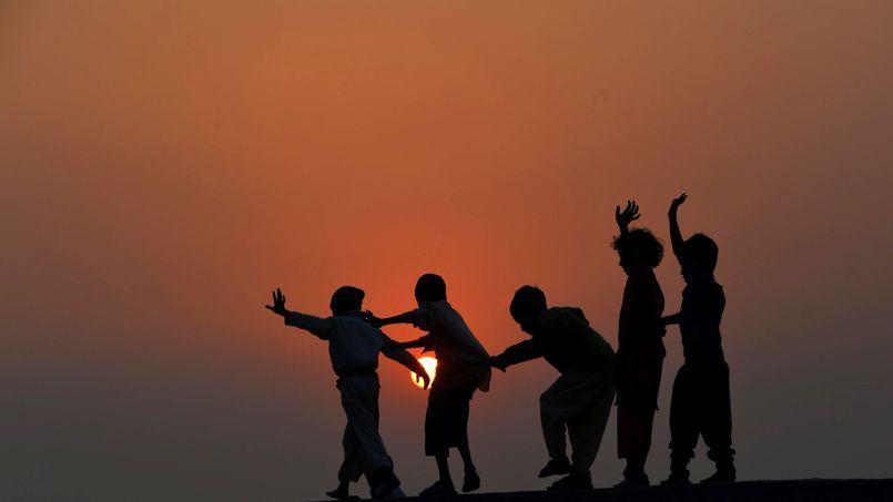 La journée internationale des droits de l'enfant correspondond à la date anniversaire de la signature de la Convention internationale des droits de l'enfant, le 20 novembre 1989.
