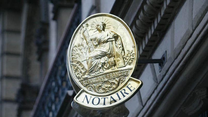 Les 9541 notaires exerçant en France, dont l'âge moyen est de 48 ans, réalisent un chiffre d'affaires annuel de 6,5 milliards d'euros (DR)