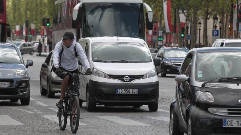 Seulement 22% des cyclistes portent systématiquement un casque en journée et 17% des vêtements ou accessoires réfléchissants.