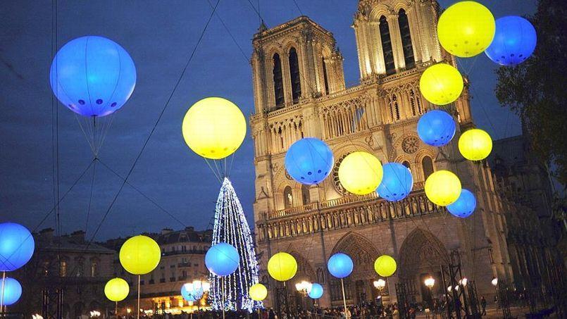 Sapin de Noël Notre-Dame. Crédit: AFP / Stéphane de Sakutin