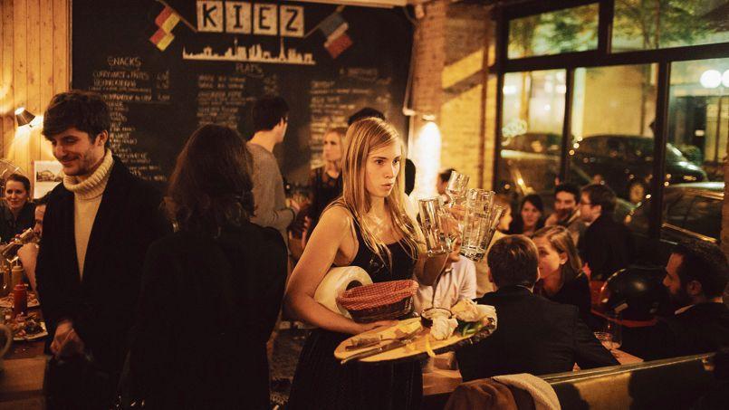 Kiez (XVIIIe) proposedes bières d'outre-Rhin àlapression ou à la bouteille etau moins sixvariétés de saucisses.