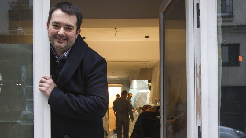 Le chef Jean-François Piège devant son nouveau restaurant Clover, encore en travaux.