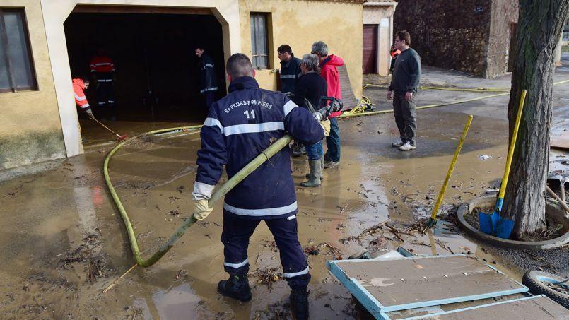 Les pompiers interviennent à Portel-des-Corbieres dans le Sud de la France.