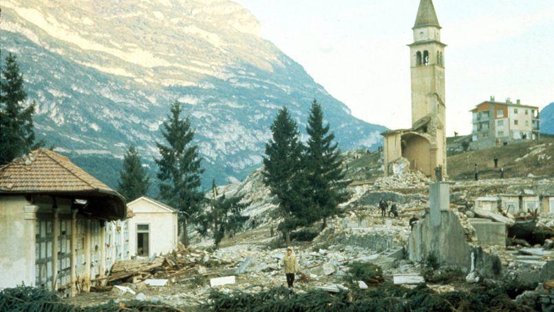 La ville de Longarone en Italie dévastée après la catastrophe du barrage Vajont le 9 octobre 1963.