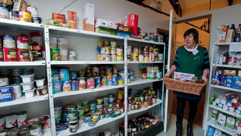 D'après le Trussell Trust, l'une des plus importantes associations de gestion des banques alimentaires (sorte de Restos du cœur britannique), le nombre de personnes faisant appel à l'aide alimentaire est passé de 128.697 en 2011/2012 à 913.138 en 2013/2014.