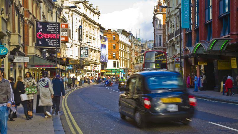 Découvrir Londres à bord d'un taxi mythique. (©VisitBritain/Pawel Lera)