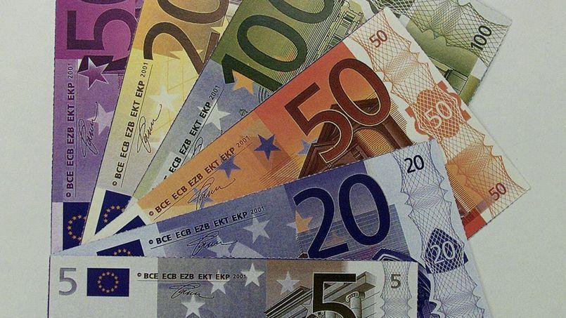 La circulation de billets de banques en euro vient de franchir la barre des 1000 milliards d'euros, soit très exactement 1017,2 milliards d'euros.