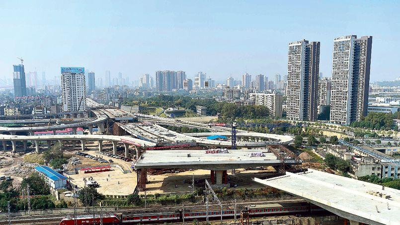 Construction d'un échangeur, à Wuhan, dans la province du Hubei.