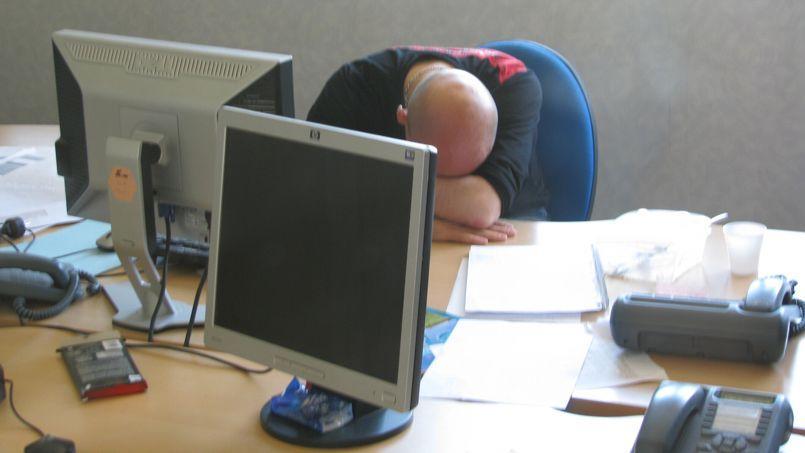 Les deux symptômes de référence sont la fatigue et l'épuisement.