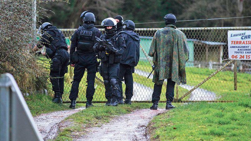 Jeudi, en fin de journée, les membres du Raid recherchaient les fugitifs à Corcy, dans l'Aisne.