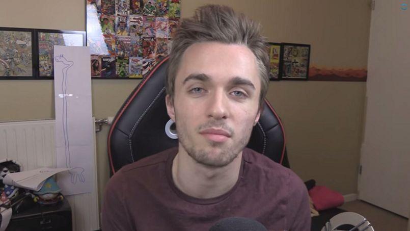 Le YouTuber Squeezie a adressé un message pour les familles des victimes au début de sa vidéo.