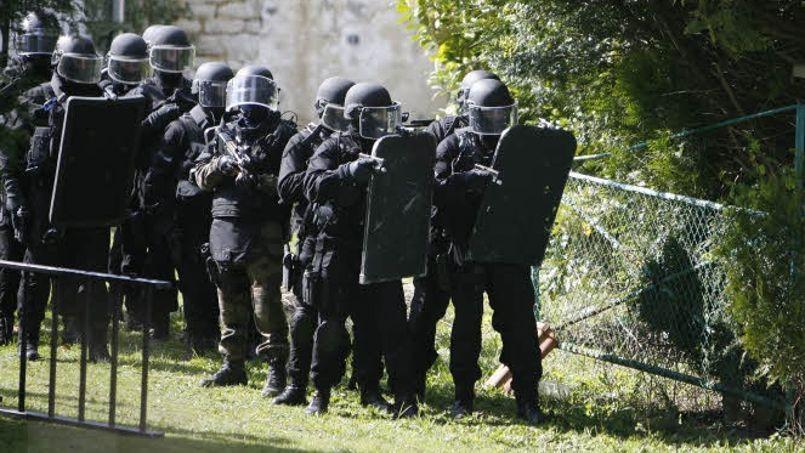 Exercice commun du Raid et du GIGN, en avril 2008. Photo: Paul DELORT / Le Figaro