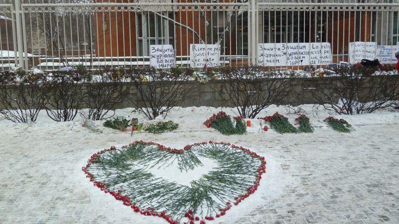 À Moscou aussi, des citoyens rendent hommage à Charlie Hebdo