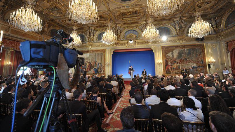 Nicolas Sarkozy reçoit des jeunes à l'Elysée le 15 juillet 2009.