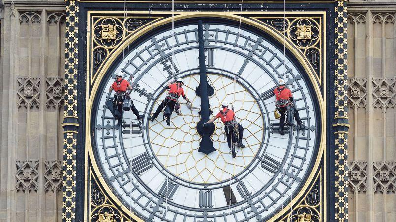 Des ouvriers nettoient Big Ben à Londres en août dernier.