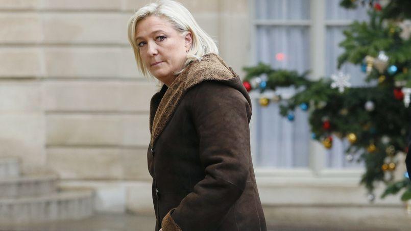 Marine Le Pen arrive à l'Élysée avant sa rencontre avec le président de la République, vendredi.