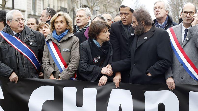 Valérie Pécresse, lors du défilé de dimanche, entre Jean-Paul Huchon et Martine Aubry.
