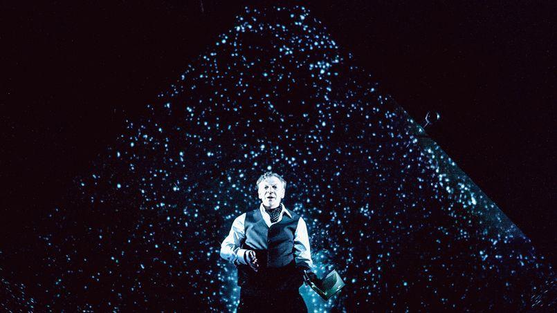 Robert Lepage dans Les aiguilles et l'opium, véritable maître de l'illusion.