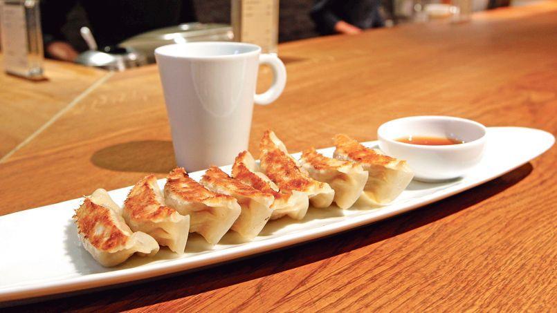 Après celui dupassage desPanoramas, undeuxième Gyoza Bar a récemment ouvert dans le haut Marais, entièrement dévolu à ces raviolis japonais.