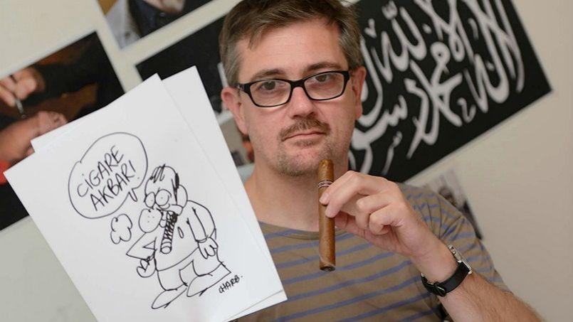 Charb, le rédacteur en chef de Charlie Hebdo assassiné, est accusé par Delfeil de Ton, l'un des membres de la famille du journal satirique, d'avoir «traîné son équipe à la mort».