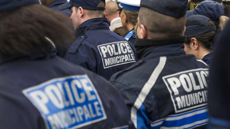 «On a demandé au ministère de l'Intérieur de prendre des mesures pour obliger les municipalités à armer leurs policiers», explique Richard Mousset, secrétaire général du SDPM