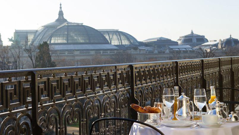 Vue sur le Grand Palais depuis une chambre de La Réserve.