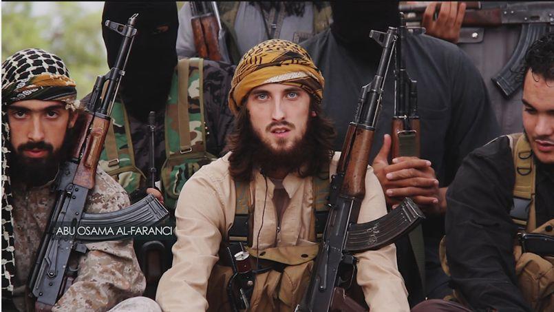 Capture d'écran d'une vidéo de propagande publiée par le groupe État islamique, où trois Français (à l'image) appellent les musulmans à les rejoindre en Irak ou en Syrie.