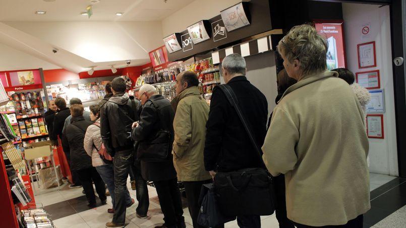 Les événements de début janvier ont fait revenir les Français dans les kiosques.