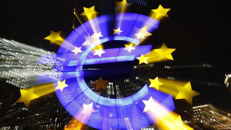 Le logo de l'euro à Francfort, siège de la BCE.