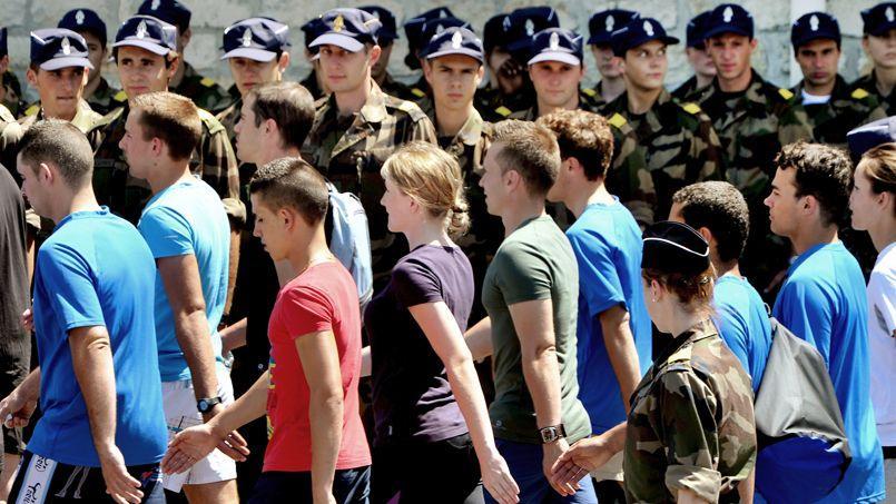 Des jeunes sélectionnés participent à un entraînement pour les préparer aux compétences de la Gendarmerie nationale.