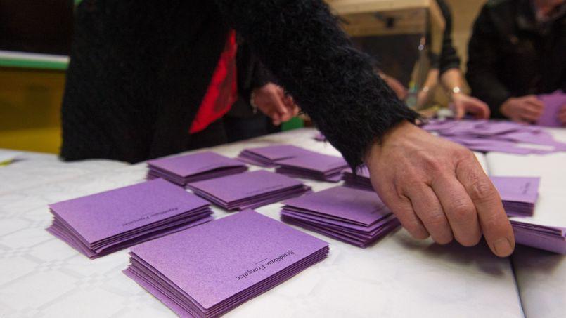 Sondage : deux électeurs de l'UMP sur trois favorables au «ni PS ni FN»
