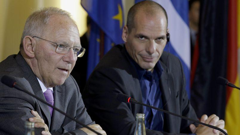 Les ministres des Finances allemand et grec, Wolfgang Schäuble (à gauche) et Yanis Varoufakis, lors d'une conférence de presse à Berlin, jeudi.