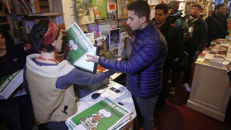 La police du comté du Wiltshire a reconnu avoir demandé aux maisons de la presse de lui communiquer les noms des acheteurs de Charlie Hebdo.