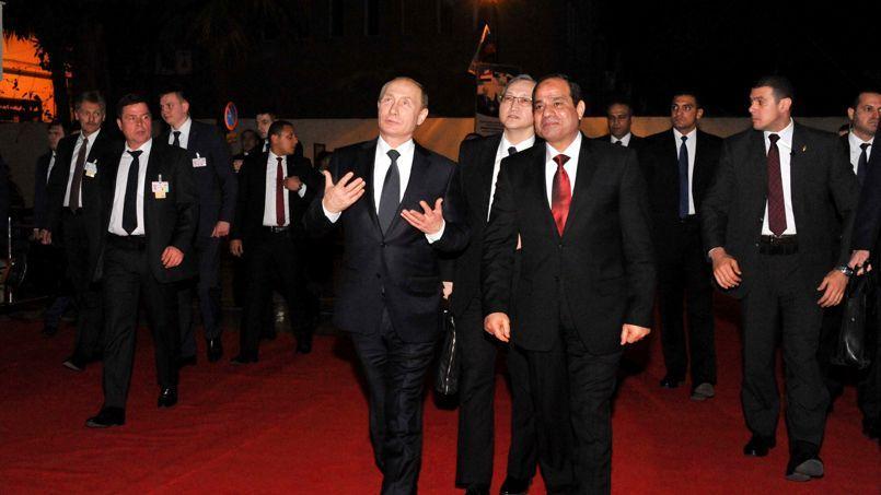 Vladimir Poutine et Abdel Fatah el-Sissi, lundi soir au Caire.
