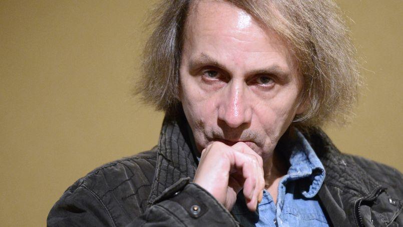 Depuis sa sortie, Soumission, le dernier roman de l'écrivain français, s'impose en tête des ventes en France mais aussi en Allemagne et en Italie.