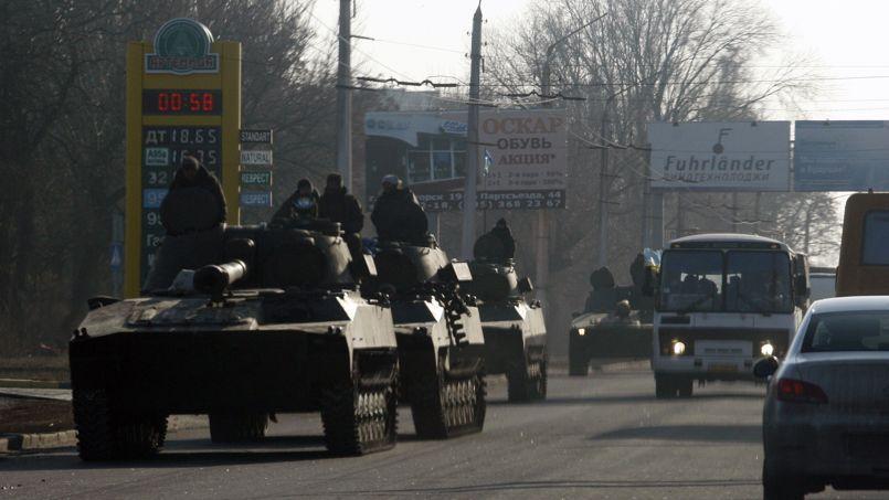 Des tanks ukrainiens patrouillent dans la région de Donetsk.