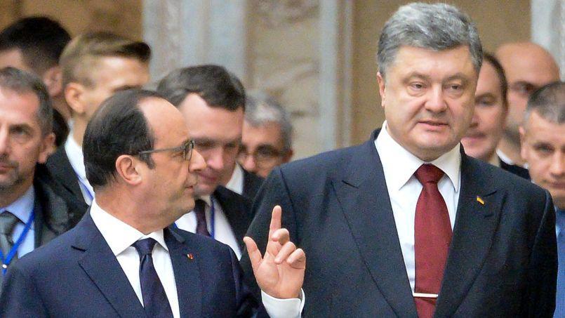 Le président ukrainien, Pertro Porochenko, en discussion avec François Hollande lors de la réunion de Minsk, mercredi