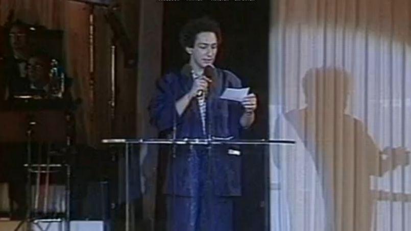 La cérémonie, rediffusée à l'époque sur Antenne 2 , se déroulait dans un lieu mythique: le Moulin Rouge. Les artistes, comme Michel Berger (ici en photo), débordaient d'imagination pour animer la soirée et remettre la prestigieuse récompense.